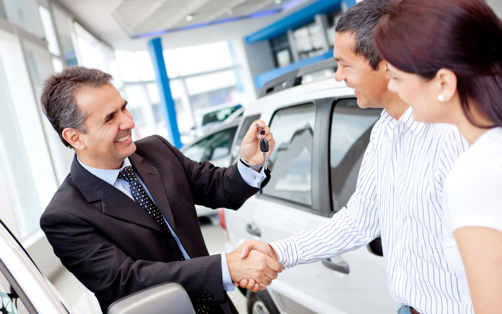Водителям хотят запретить покупать авто за наличные 1