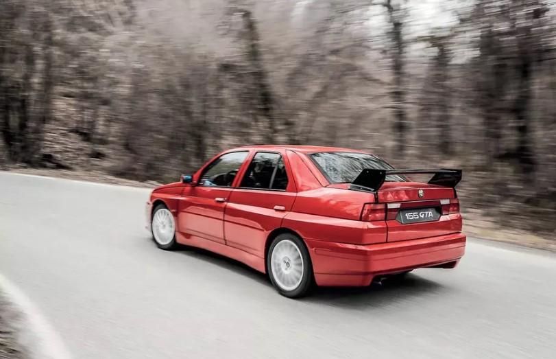 Единственный экземпляр Alfa Romeo 155 GTA Stradale продадут на аукционе 2