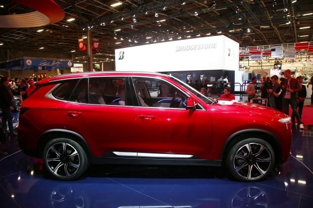 Седан и кроссовер марки VinFast умолчали о родстве с BMW 2
