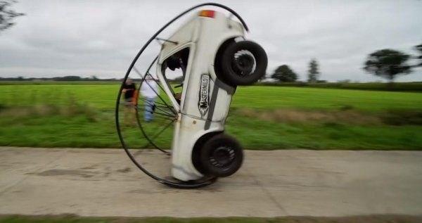 Умелец «научил» Volkswagen Golf «кувыркаться» 1
