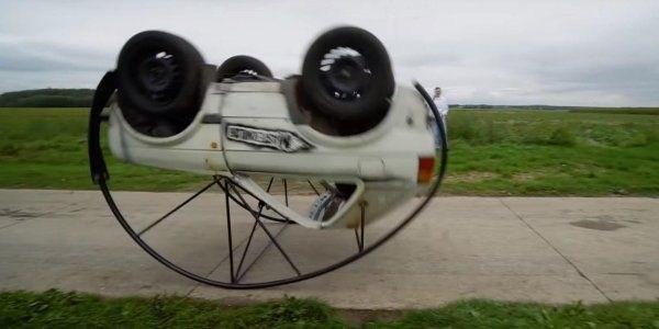 Умелец «научил» Volkswagen Golf «кувыркаться» 2