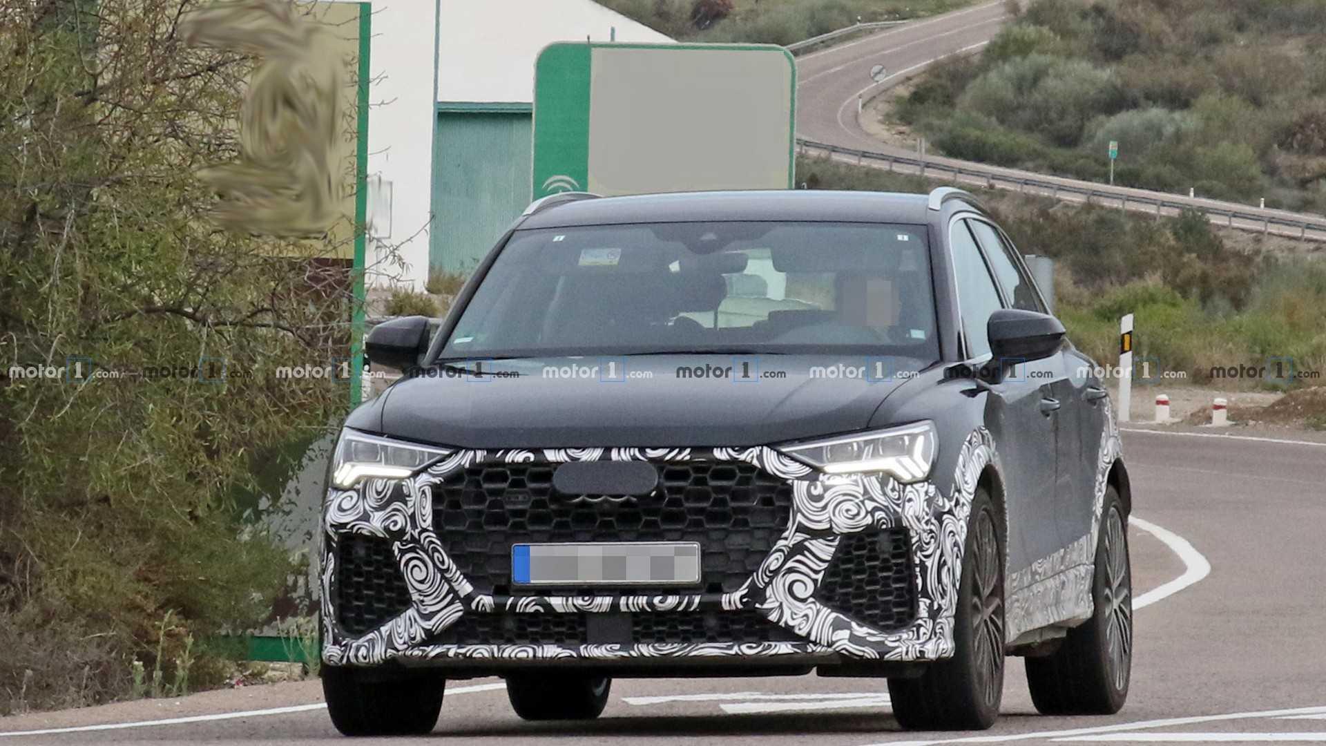 Новый кроссовер Audi RS Q3 поймали на тестах 1