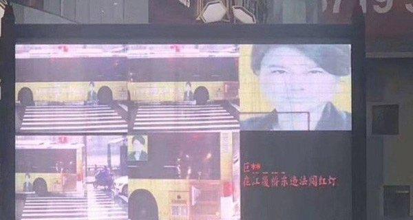 Лицо на автобусе оштрафовали за неправильный переход 1