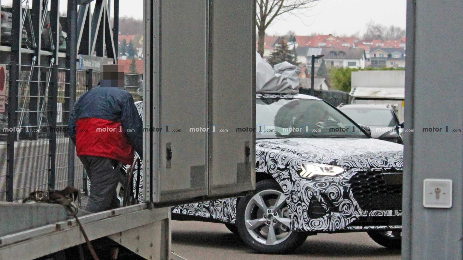 Audi Q4 появился на тестах в серийном кузове 1