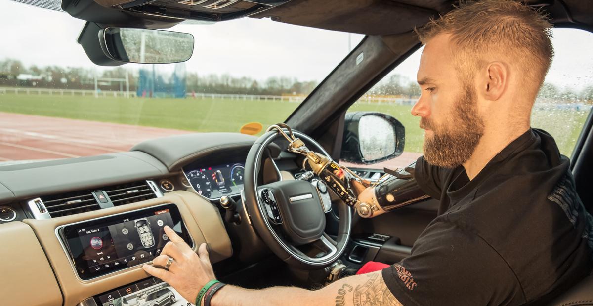 Компания Jaguar Land Rover испытывает автоматические двери 1