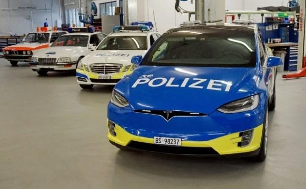 Швейцарская полиция будет ловить нарушителей на новеньких Tesla Model X 1