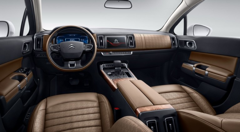 Эксклюзивный седан Citroen C6 второго поколения стал мощнее 2