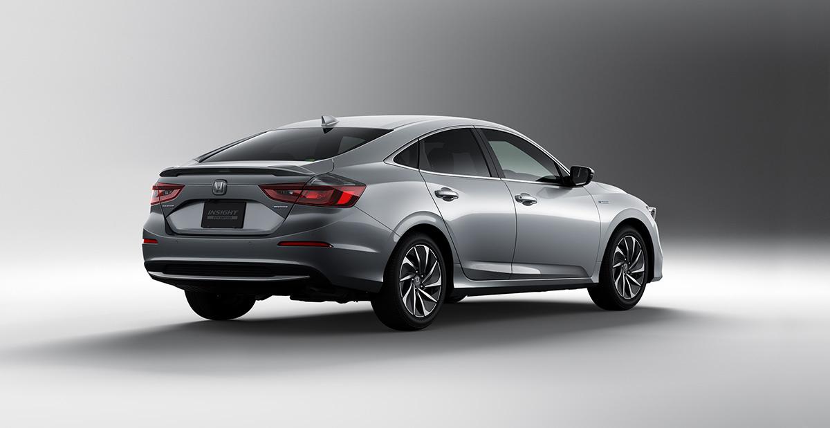 Седан Honda Insight для Японии дистанцировался от американского 1