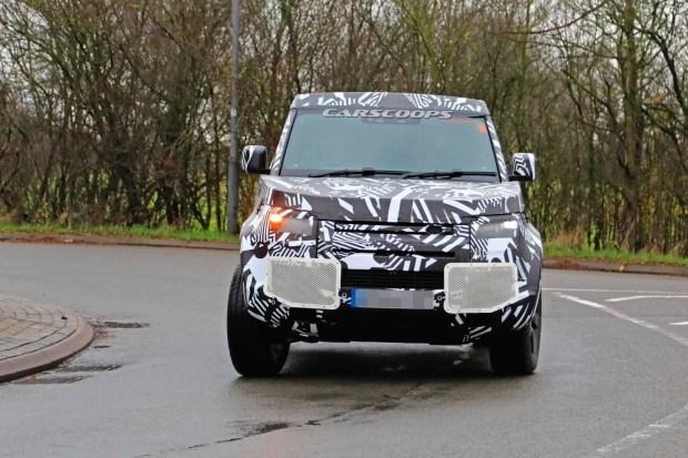 Опубликованы снимки короткобазной трёхдверки Land Rover Defender 90 1