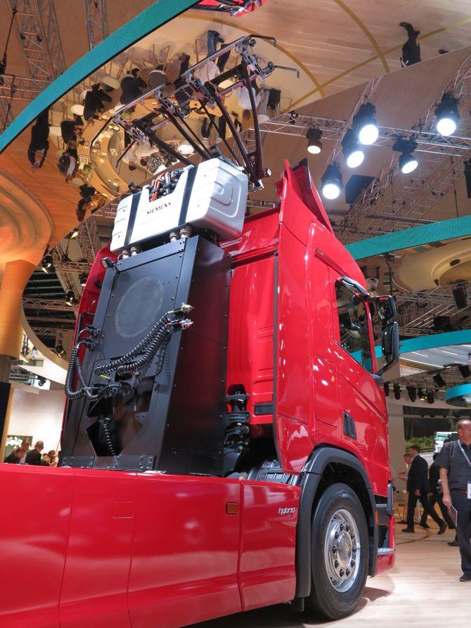 Гибридные грузовики Scania выйдут на электрифицированные дороги 1