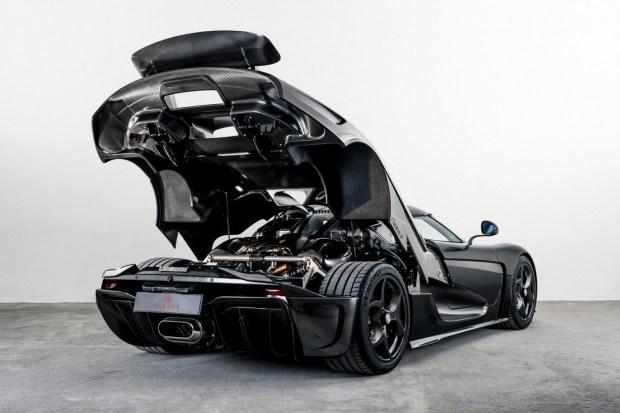 Koenigsegg построил первую машину с кузовом из «голого» карбона 2