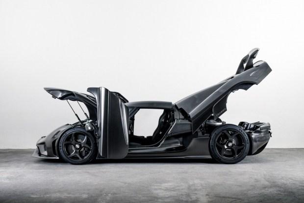 Koenigsegg построил первую машину с кузовом из «голого» карбона 3