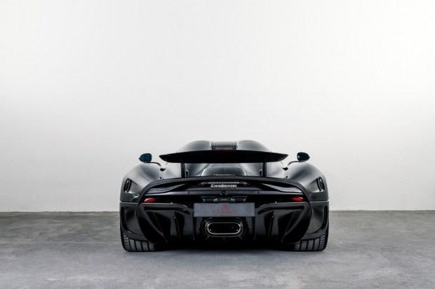Koenigsegg построил первую машину с кузовом из «голого» карбона 4