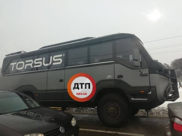 В Киеве заметили уникальную внедорожную маршрутку 1