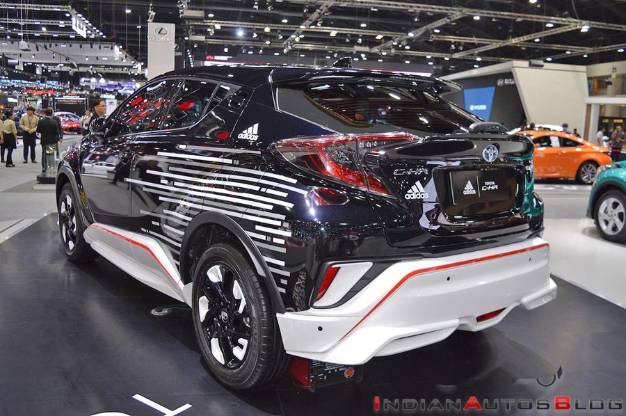 Toyota показала кроссовер C-HR x Adidas 2