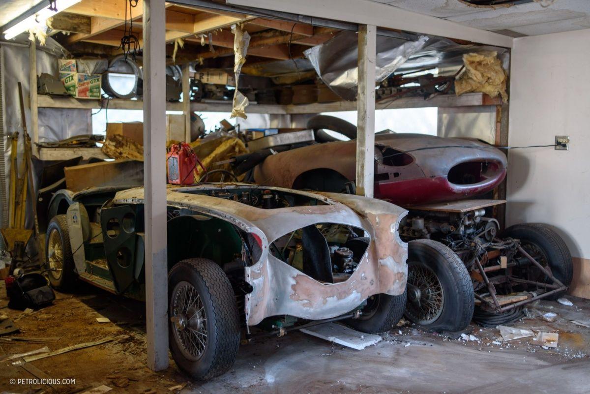 В заброшенном гараже нашли коллекцию раритетных автомобилей 3