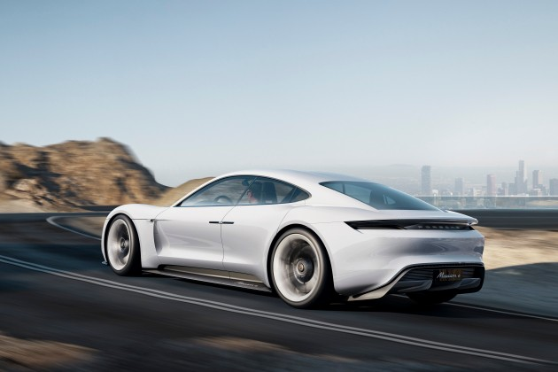 Porsche столкнулась с невиданным спросом на электрокар Taycan 2