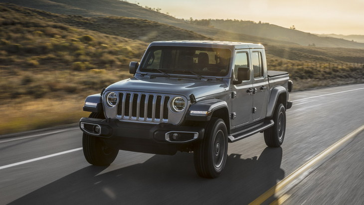 Jeep отказался от 4-цилиндрового бензинового двигателя на пикапе Gladiator 1