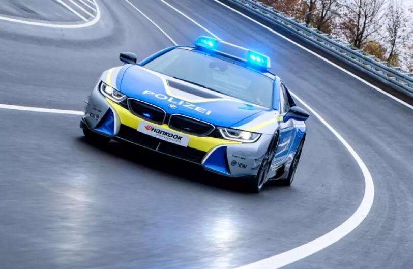 Гибрид BMW i8 стал патрульной машиной 1