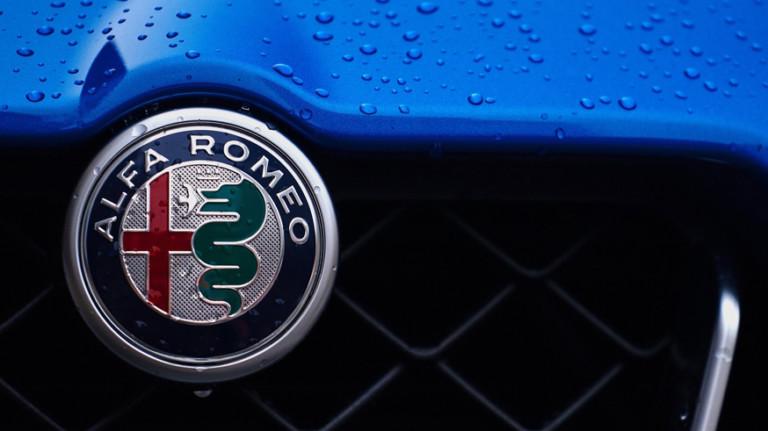 Люксовый кроссовер Alfa Romeo породнится с самым дешёвым Джипом 2