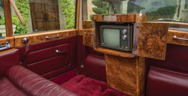 На продажу выставлен лимузин королевы Британии и известного диктатора 3