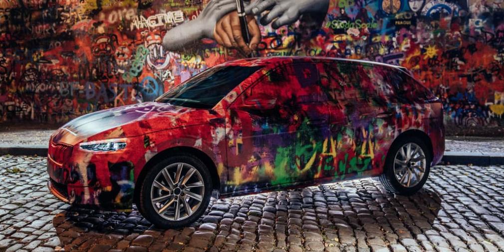 Новую модель Skoda разукрасили в стиле стены Леннона в Праге 2