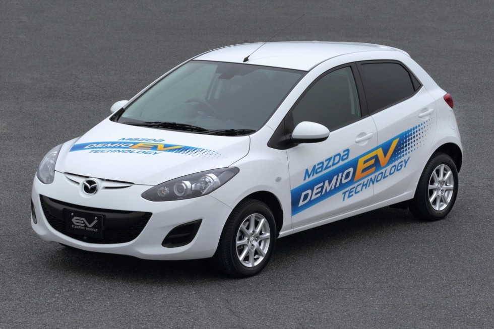Каким будет первый серийный электрокар Mazda 2