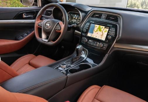 Nissan представил конкурента BMW 3 Series 3