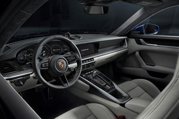 Новый Porsche 911 стал дороже и быстрее 3