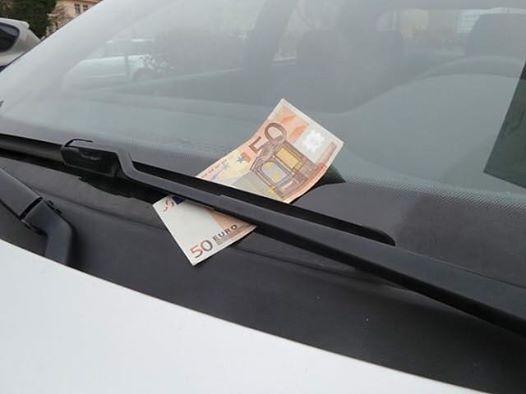 Деньги под «дворником» – новый способ «развода» водителей 1