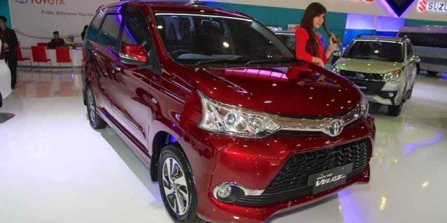 Обновленный минивэн Toyota вызвал ажиотажный спрос 1
