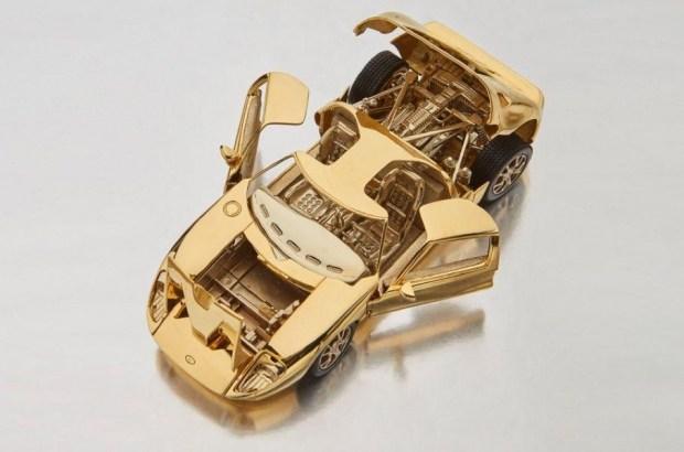 Копию Ford GT из золота пустят с молотка 1