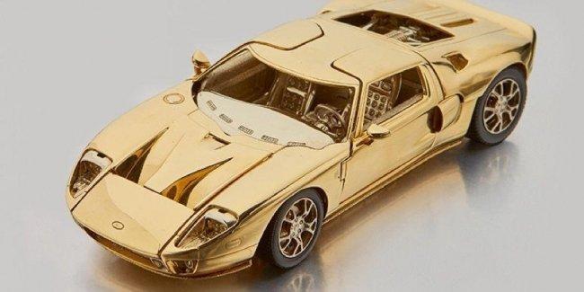 Копию Ford GT из золота пустят с молотка 2