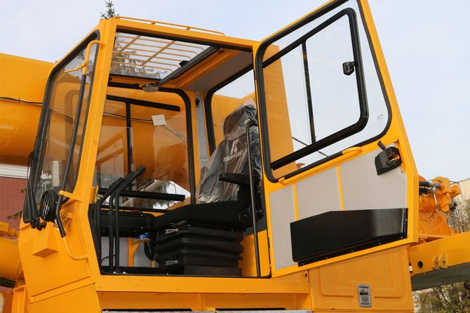 КрАЗ представил спецтехнику для металлургов и нефтяников 2