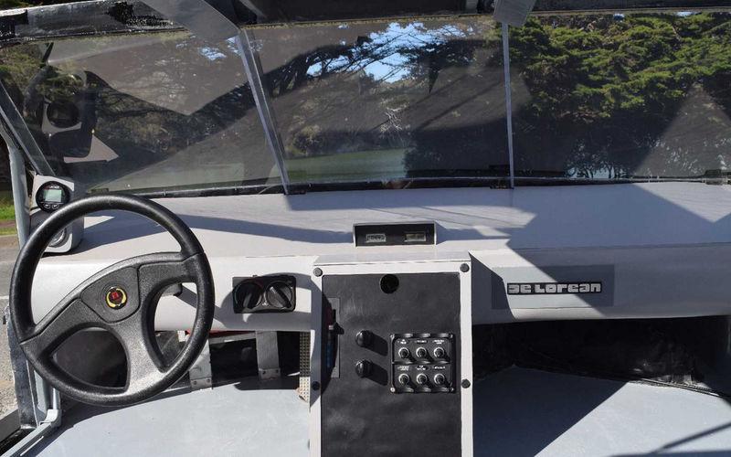 В Cети продают «летающий» DeLorean 1