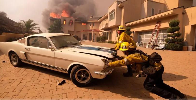 Калифорнийские пожарные спасли от огня редкий «Мустанг» 1