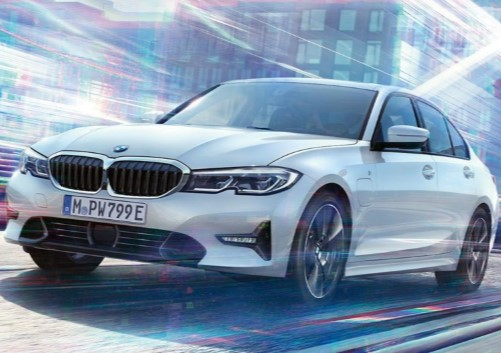 Новая BMW 330e – теперь с «волшебной» кнопкой 1