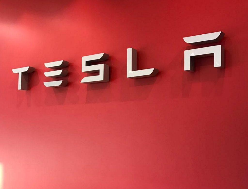 Экс-менеджера Tesla обвинили в хищениях на 10 миллионов долларов 1