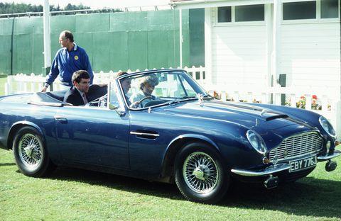 Aston Martin принца Чарльза заправляют вином, чтобы вкусно пахло 1