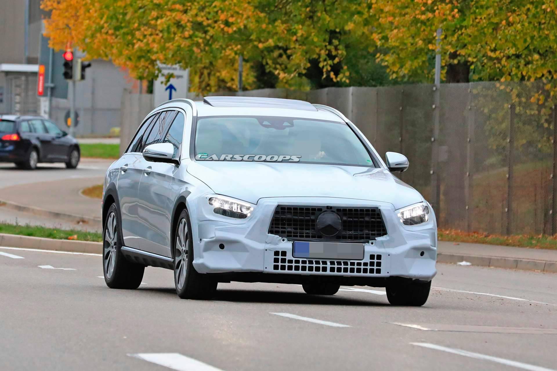 Mercedes-Benz вывел на тесты обновленный E-Class All-Terrain 1