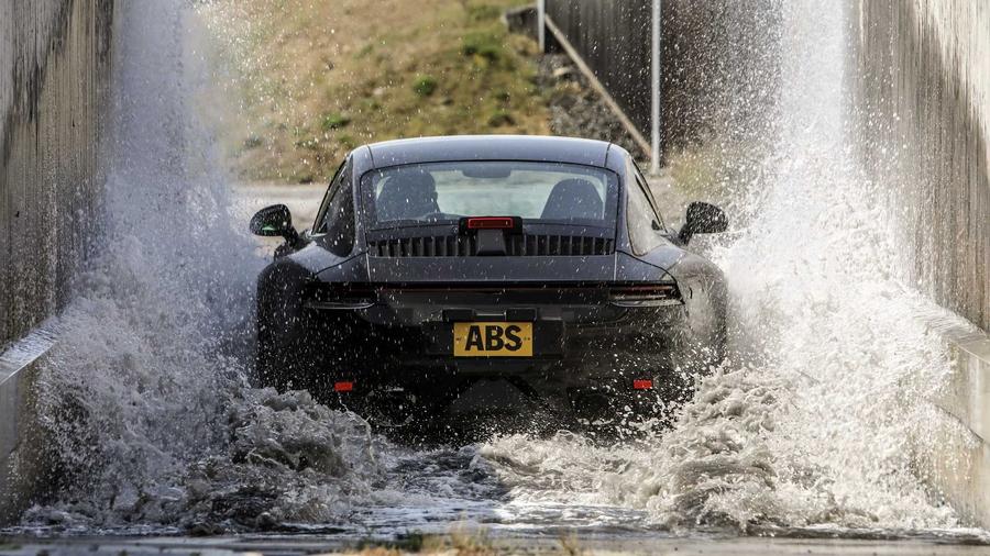 Новый Porsche 911 проходит финальные испытания перед премьерой 2