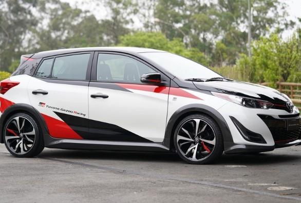 В линейке Toyota появились «спортивный» Hilux и новый псевдокроссовер 2