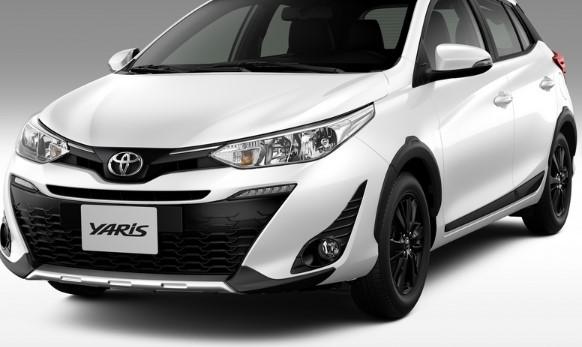 В линейке Toyota появились «спортивный» Hilux и новый псевдокроссовер 3