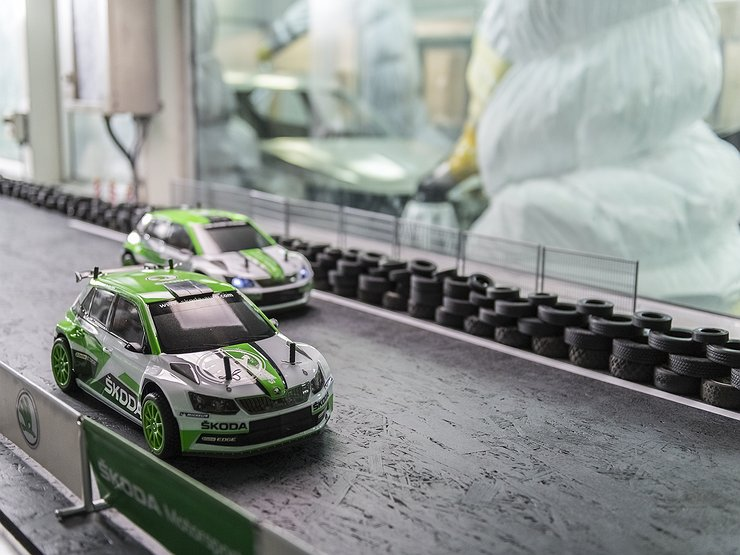 На заводе Skoda оборудовали трек для гонок игрушечных машин 1