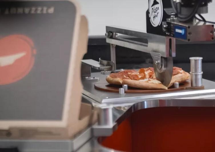 Пикап Toyota Tundra стал мобильной пиццерией 2