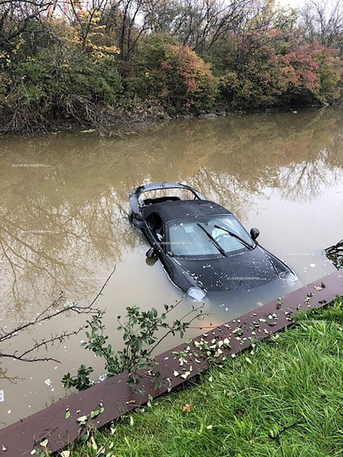 Печальное зрелище: утопленный в реке Porsche 911 1