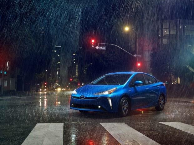 Следующий Toyota Prius будет кроссовером 1