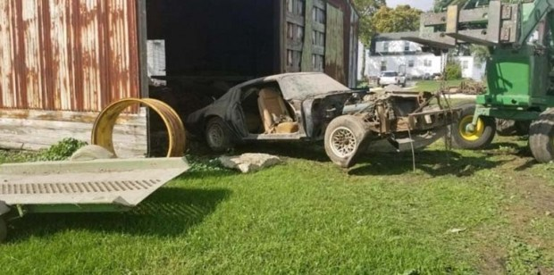 Редкий автомобиль легендарного актера простоял 40 лет в заброшенном гараже 3