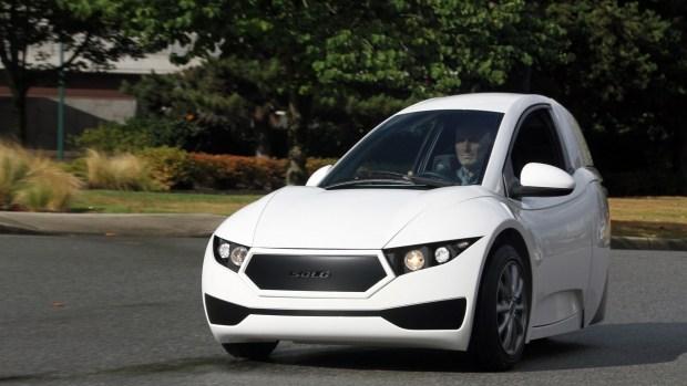 Странный трехколесный электромобиль SOLO EV вызвал неожиданный спрос у покупателей 1