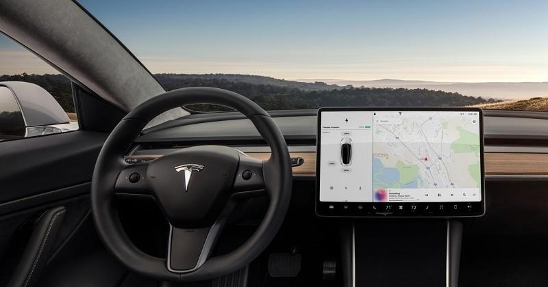 Автомобили «Тесла» стали дешевле 1